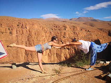 Yoga en los hermosos paisajes marroquis