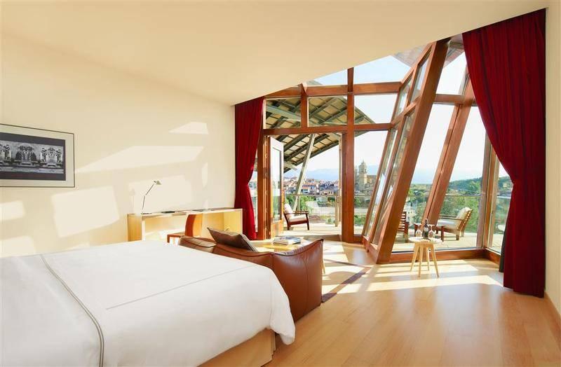 Soleadas habitaciones y suites