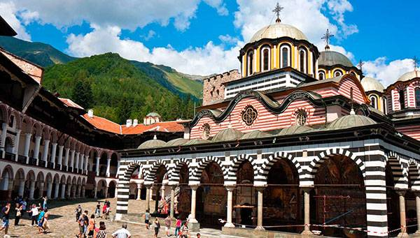 Roteiro de 19 dias de ónibus De Atenas a Zagreb, saídas aos domingos de Abril a Outubro