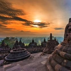 Amanecer desde lo alto del Borobudur