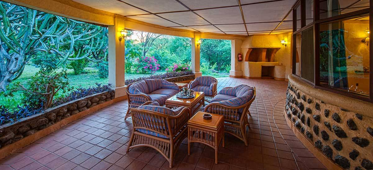 Amboseli Sopa Lodge , terraza para disfrutar