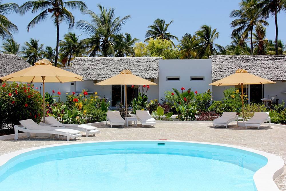 Piscina del hotel Dhow Inn Zanzibar