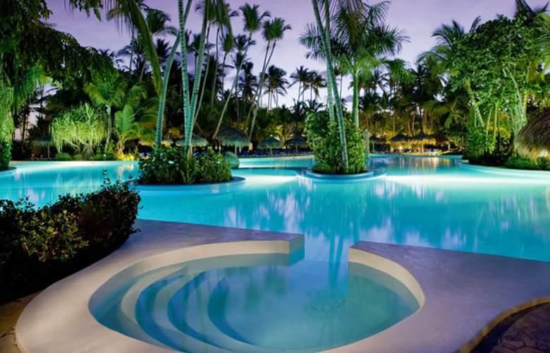 Preciosa piscina Melia
